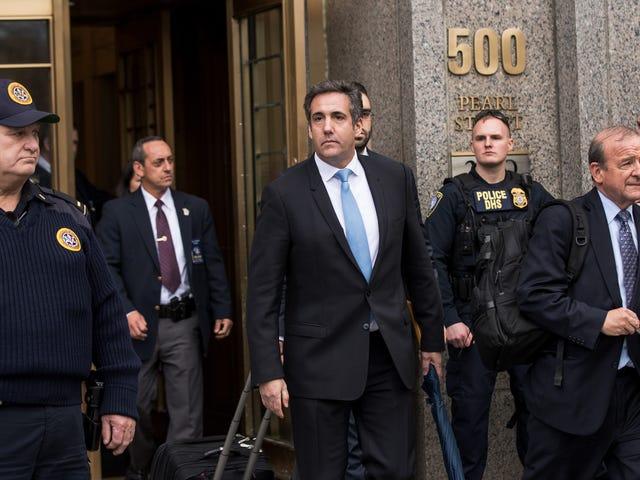 Luật sư của Michael Cohen, Lanny Davis, là một anh hùng, nhưng anh ta cũng muốn nước Mỹ điều hành tiền của mình