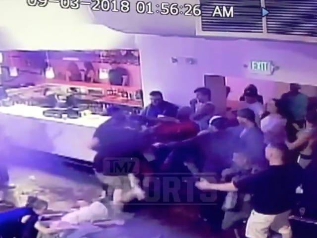Бывший боец UFC Мелвин Гиллард разыскивается копами за то, что впал в бессознательное состояние