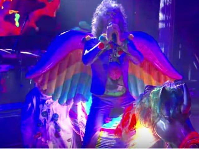 Flaming Lips는 우주인과 유니콘을 The Late Show 데려옵니다.