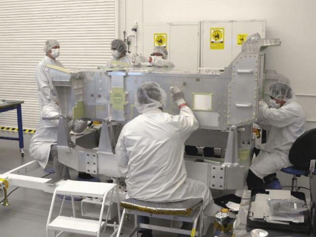 La extraordinaria precisión que hace falta para pintar un Rover para Marte