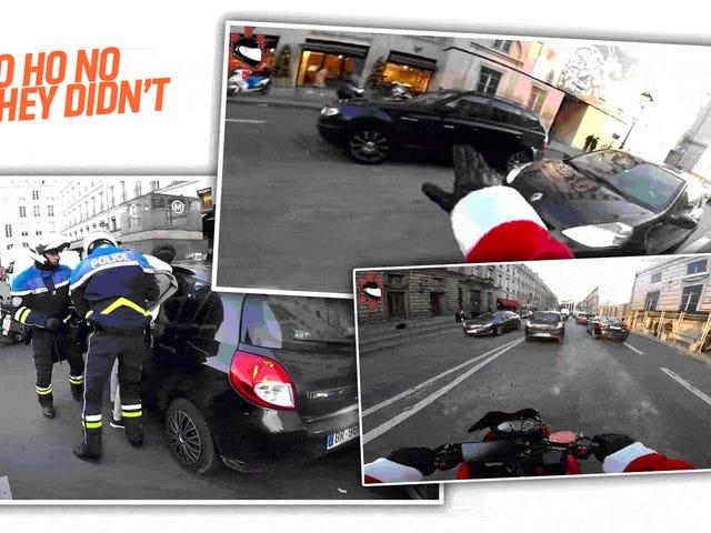 Смотреть французский мотоциклист, одетый, как Санта Чейз вниз Hit-And-Run Driver