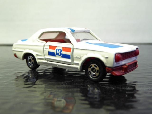 Hot Sixty 4th: One Vintage Model (Skyline Part 6)