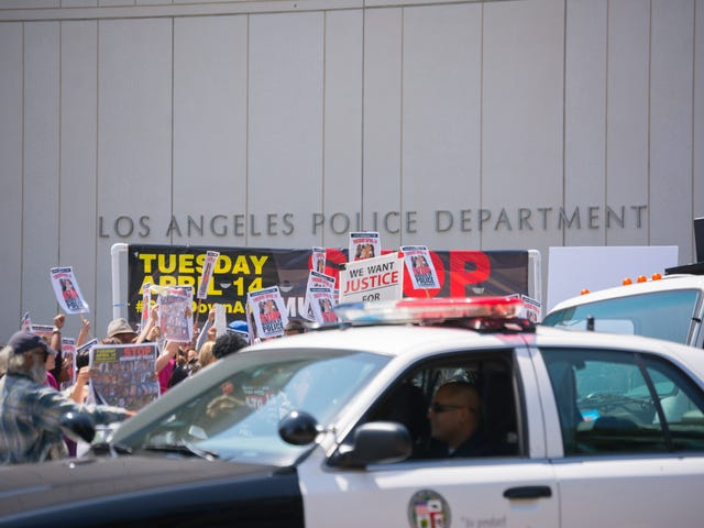 Los Angeles Police Officer Convicted of Sending 'Harmful' Texts to Teen