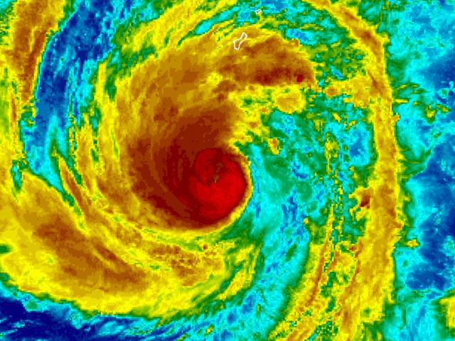 En extremt sällsynt februari tyfon närmar sig Guam