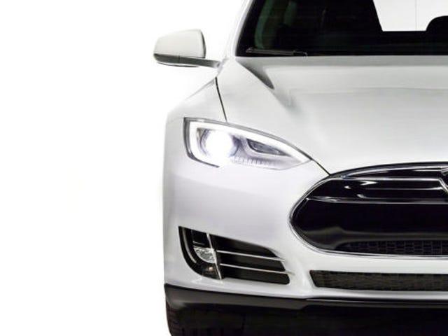 Teslan mallilla 3 voi olla 300 kilometrin alue ja 4 sekunti 0-60: raportti