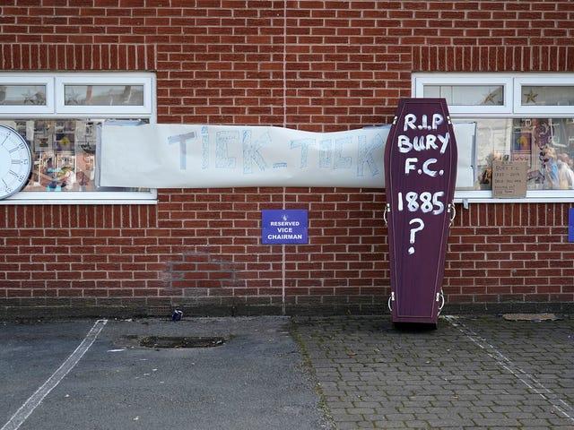Bury ha sido expulsado de la liga de fútbol inglesa después de 125 años