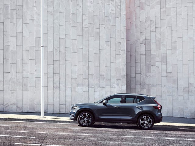 Volvo Is Making An Awesome Six-Speed Manual XC40 And It's Bumming Me The Hell Out