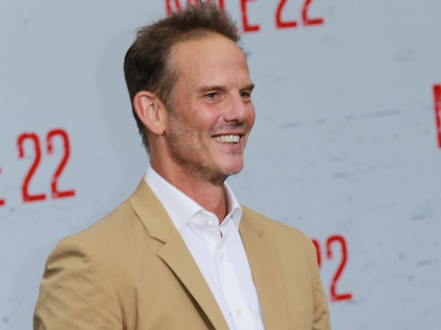 Netflix picks up opioid crisis series from Peter Berg and Narcos' Eric Newman