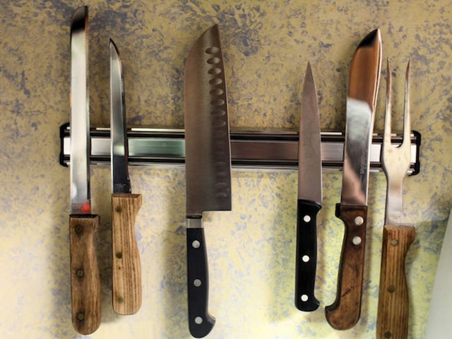 Different Ways to Use a Magnetic Knife Holder