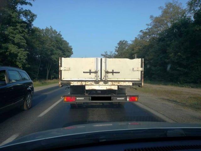 当你有一辆卡车但需要一张床