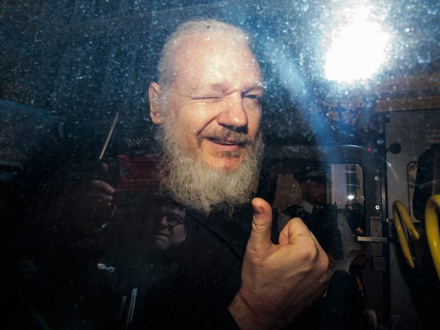 Julian Assange Kicked Out Embassy for Smearing Feces on the Wall, Bad Hygiene and Skateboarding Indoors: Report