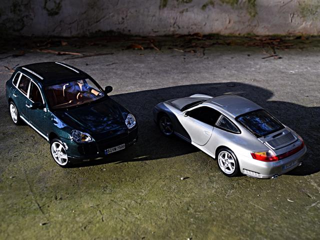 2003 Porsche Cayenne Turbo and 2002 Porsche 911 Carrera 4S by Maisto