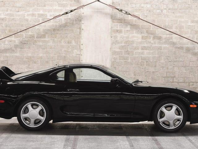 Κάποιος που πληρώθηκε μόλις 173.600 δολάρια για αυτό το απόθεμα 1994 Toyota Supra