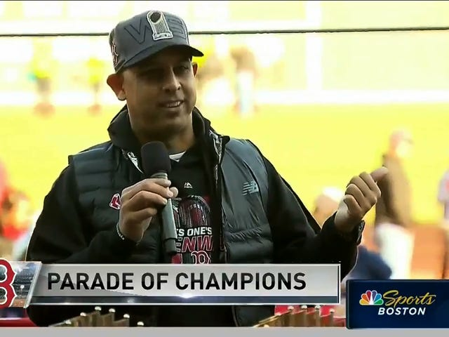 "Red Sox-leder Alex Cora på Victory Parade: ""Vi scoret 16 på Yankee Stadium, Suck On It"""