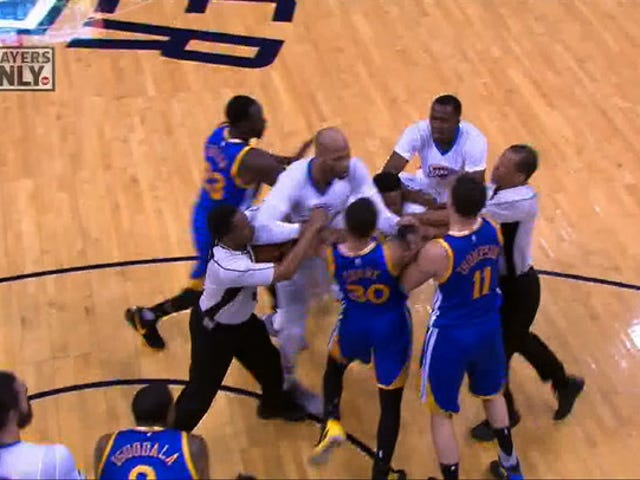 "Warriors Ve Thunder ""Brawl"" Olarak Dört T'd"