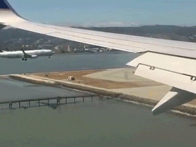 Neat Video Shows Two Passenger Jets Landing Side-By-Side at the Same Time