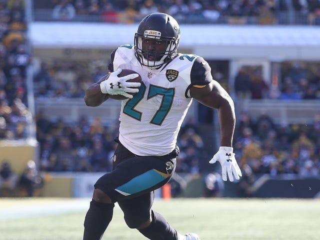 Leonard Fournette Leaves Jaguars-Steelers Game With Ankle Injury [UPDATE: He's Back]
