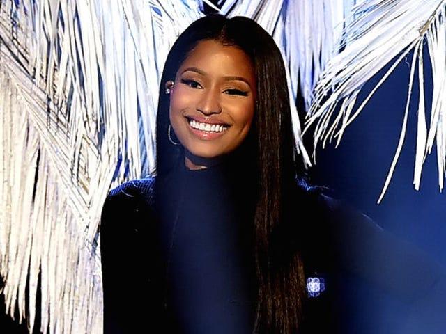 Saturday Night Social: Nicki Minaj กำลังเปิดการกุศลเพื่อจ่ายค่าเล่าเรียนและค่าเล่าเรียนนักศึกษาเพิ่มเติม
