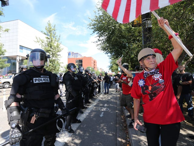 Texts Between Portland Police and Far-Right Extremists Prove Collusion... Cue Shock and Awe