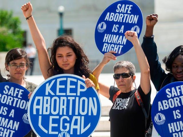 Yeni Obamacare Kuralı Kürtaj Kapsamı için Ayrı Prim Ödemeleri Gerektirecek