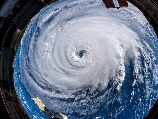 This Astronaut's Photos of Hurricane Florence Are Terrifying
