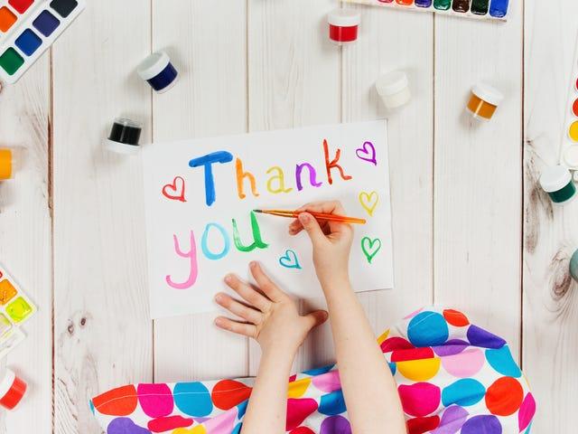 ¿Debe hacer que sus hijos envíen notas de agradecimiento?