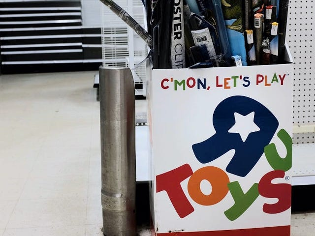 A New Report Says Toys 'R' Us Could Be Coming Back This Year