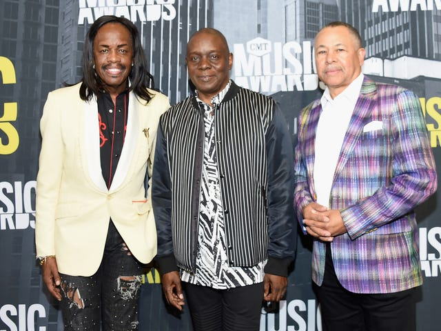 Earth, Wind & Fire Becomes First R&B Group to Receive Kennedy Center Honors. Taylor Swift Snubbed Again