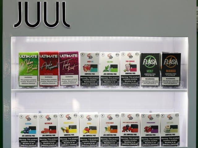 Las tiendas Vape podrían estar exentas de la prohibición federal del sabor, si crees que Kellyanne Conway