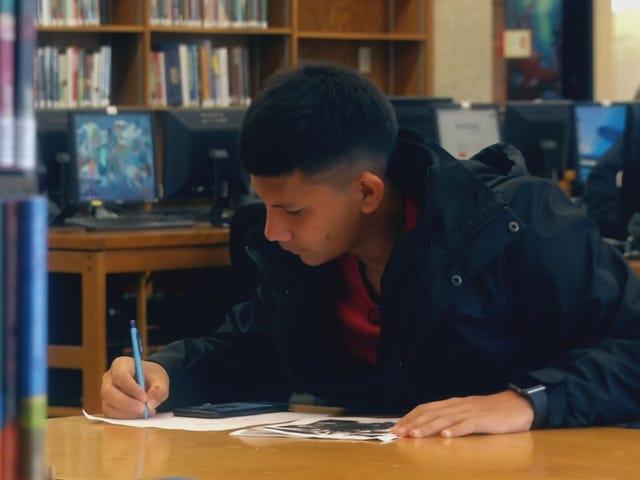 FUSION, OITNB'den Jackie Cruz Tarafından Yeni Bir Dokümanda Kampüste Belgelenmemiş Olmanın Neye Yakından Bir Bakış Açıyor