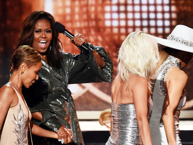 Selamanya FLOTUS, Dia Sama Seperti Kita: Pertukaran Teks Michelle Obama Dengan Mama Her Relatable sebagai Neraka