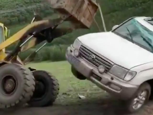 Absurd Video Shows Upside Down Toyota Land Cruiser Become Runaway Toyota Land Cruiser