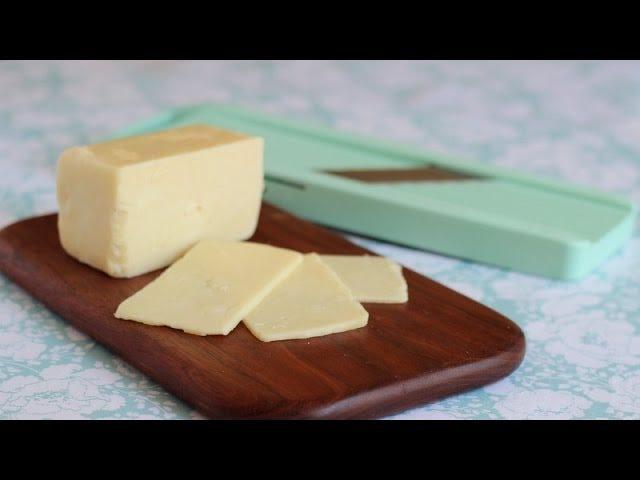 Почему вы должны срезать пожилой, рассыпчатый сыр с мандолином Slicer