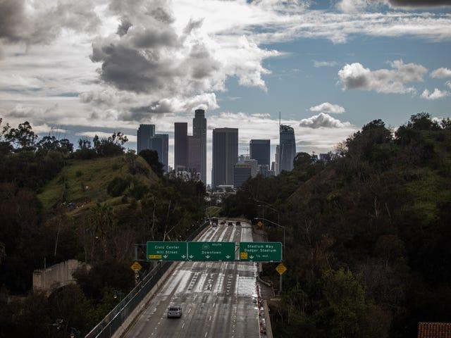 Le gouverneur Gavin Newsom ordonne à tout l'État de Californie de rester à la maison