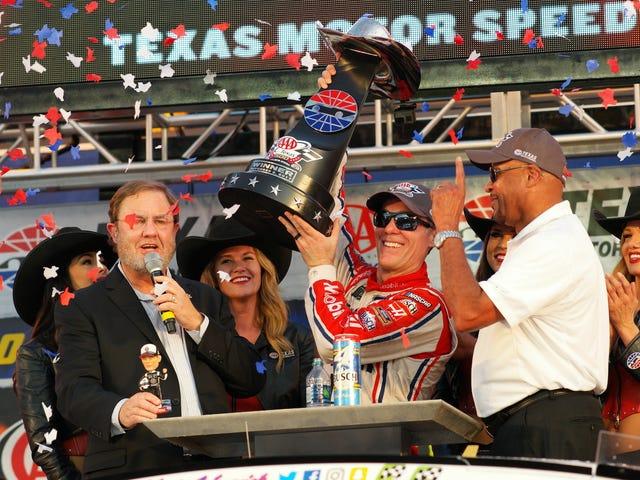 Kevin Harvick gagne à Texas Motor Speedway et obtient un laissez-passer pour la course au titre de tête de NASCAR