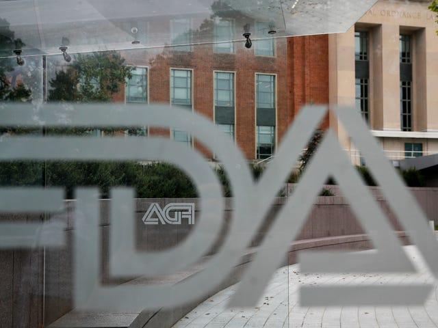 FDA mengatakan ia tidak akan membekalkan implan payudara bertekstur yang dikaitkan dengan bentuk kanser yang jarang berlaku
