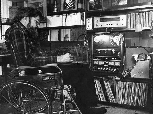Antes de que Brian Eno hiciera Música para aeropuertos, Ernest Hood hizo música para Barrios