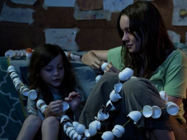 """<a href=""""https://film.avclub.com/chicago-see-brie-larson-in-room-early-and-for-free-1798285441"""" data-id="""""""" onClick=""""window.ga('send', 'event', 'Permalink page click', 'Permalink page click - post header', 'standard');"""">Chicago, see Brie Larson in <i>Room</i> early and for free</a>"""