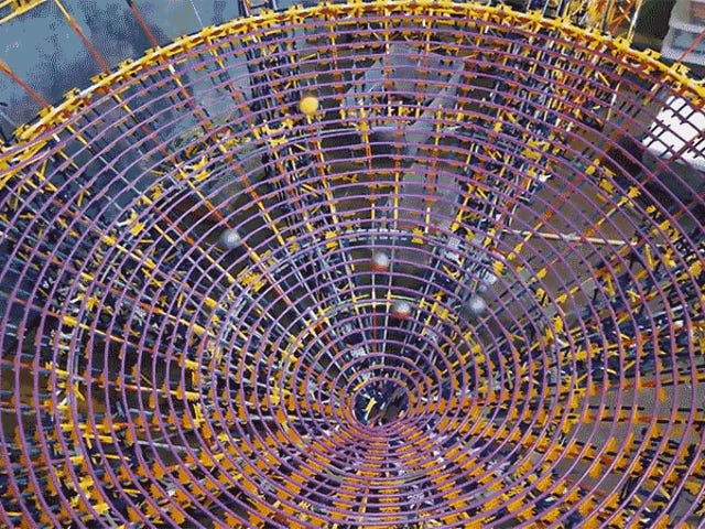 The World's LargestK'NEX Ball Contraption Was Built From Over 126,000 Pieces
