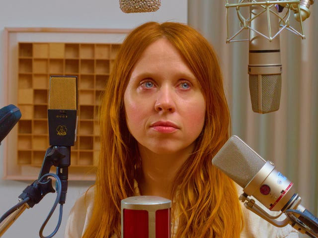 A Chat With Holly Herndon About Making Music With AI, Artistic Necrophilia, and Embracing the Inhuman