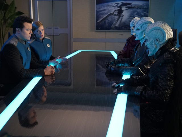 """<a href=https://tv.avclub.com/bad-blood-threatens-peace-on-the-orville-1833145381&xid=25657,15700022,15700186,15700190,15700248,15700253 data-id="""""""" onclick=""""window.ga('send', 'event', 'Permalink page click', 'Permalink page click - post header', 'standard');"""">Huono veri uhkaa rauhaa <i>The Orville</i></a>"""