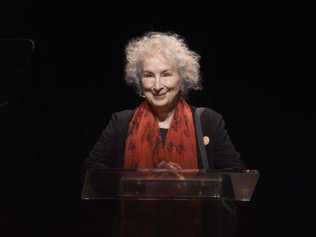 Margaret Atwood kirjoittaa kirjekuoren The Handmaid's Tale