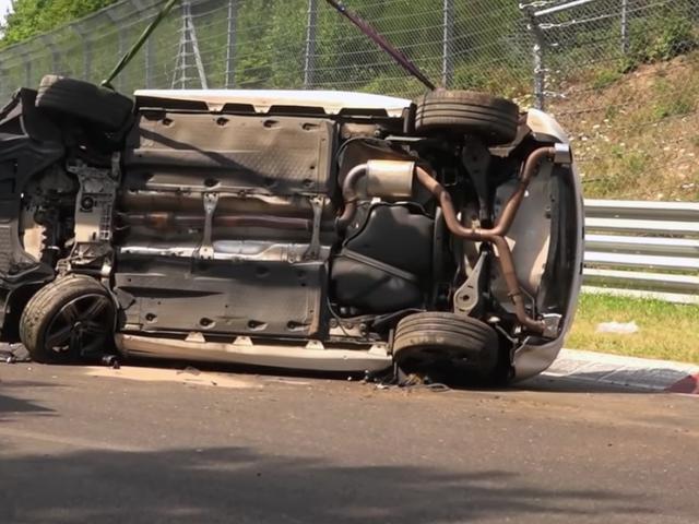 Se en VW Scirocco Flip tre gange mens du styrter på Nurburgring