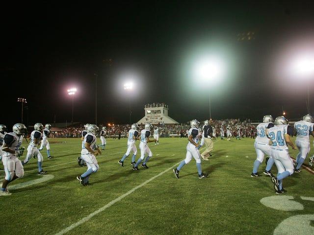 Louisiana Overturns Bullshit Rule Barring Uokumenterede Studerende fra at spille High School Sports