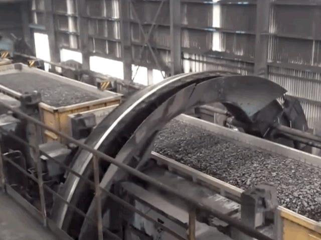 É assim que eles descarregam trens de carvão