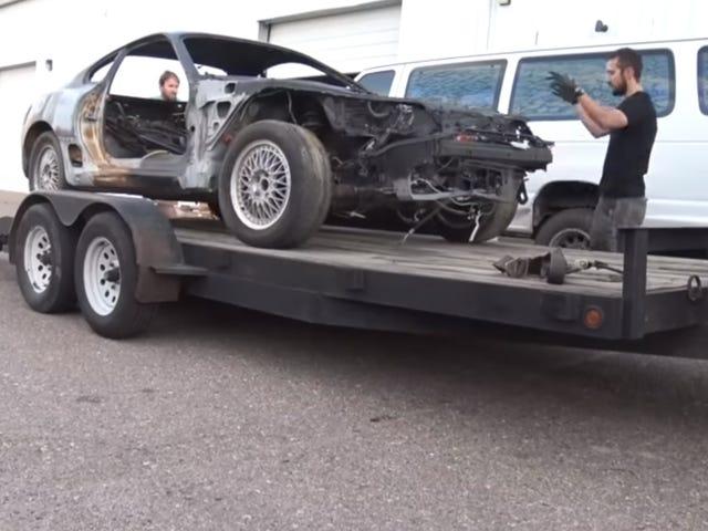 Titta på den här killen Återställ en rostad skal av en MKIV Toyota Supra i en helt funktionell driftmissil