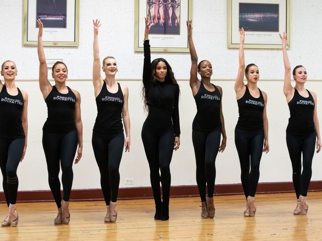 Las Rockettes (y Ciara) nos enseñaron a bailar y solo uno de nosotros resultó herido