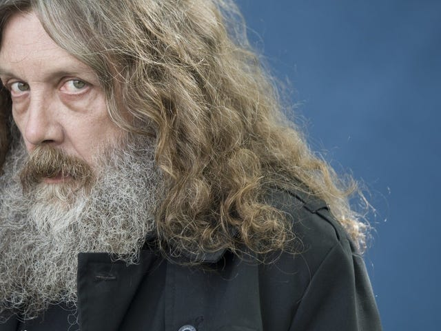 """Alan Moore's daughter, Leah, defends his crankiness: """"[T]he medium he adored was ruled by corrupt despots"""""""