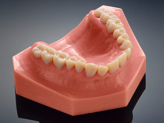 이 무서운 진짜 치아는 새로운 치과 용 3D 프린터로 만들어졌습니다.