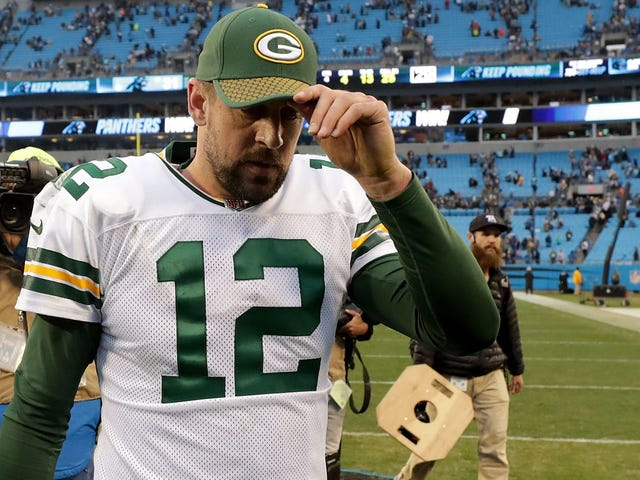 """Report: Aaron Rodgers Is """"Frustrated"""" With Packers For Icing Him Out Of Personnel Decisions"""